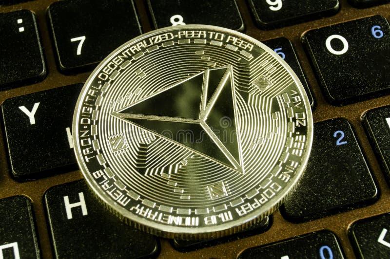 Tron ? uma maneira moderna de troca e esta moeda cripto ? meios de pagamento convenientes no mercado financeiro e da Web fotos de stock royalty free