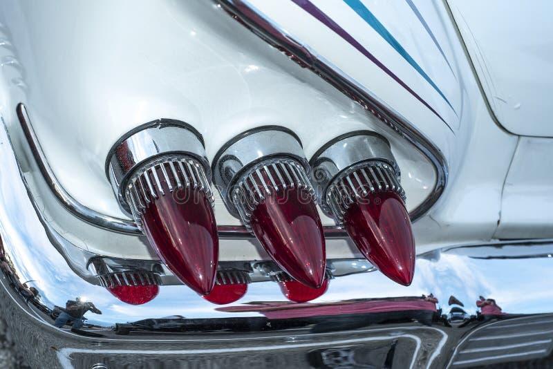 Troncos rojos triples que restauraron el automóvil clásico americano imágenes de archivo libres de regalías