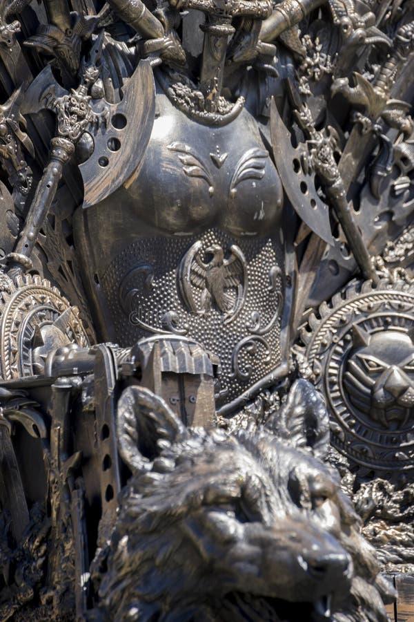 Trono de los derechos, del hierro hecho con las espadas, escena de la fantasía o etapa r fotos de archivo libres de regalías