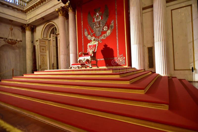 Trono zarista, el asiento del emperador fotos de archivo