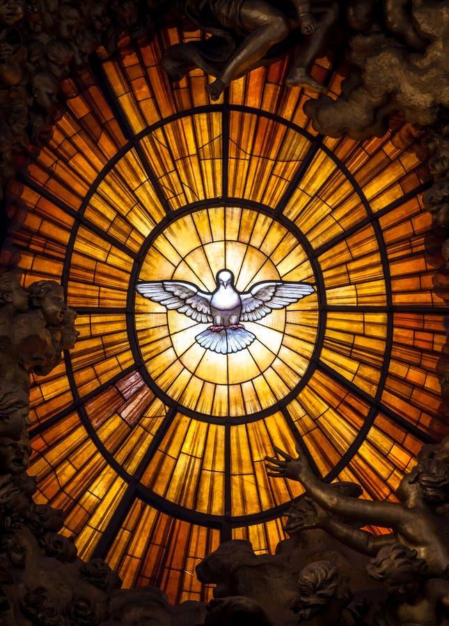 Tronowy Bernini Święty duch Nurkował świętego Peter ` s bazylikę Watykański Rzym Włochy Bernini tworzył święty obraz royalty free