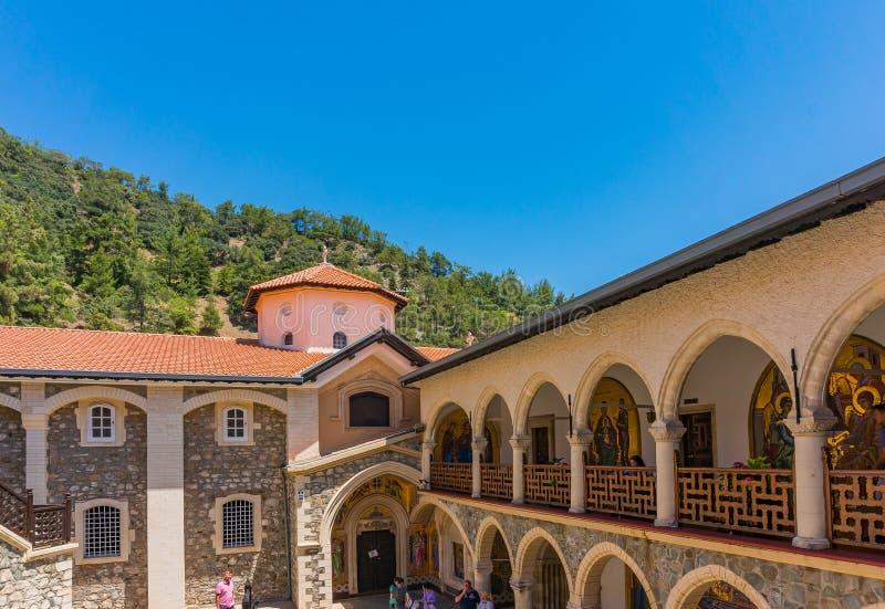 Troodos, Cyprus - 07 06 2018: Het oude Kykkos-Klooster is het belangrijkste heiligdom van Cyprus De Troodos-bergen een plaats van royalty-vrije stock afbeelding