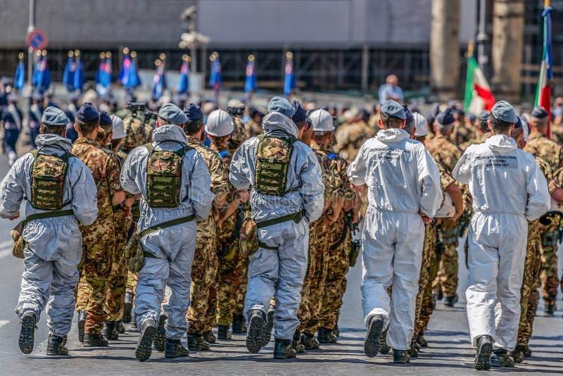 Tropas del militare de Aeronautica que participan en el desfile militar de fotos de archivo libres de regalías