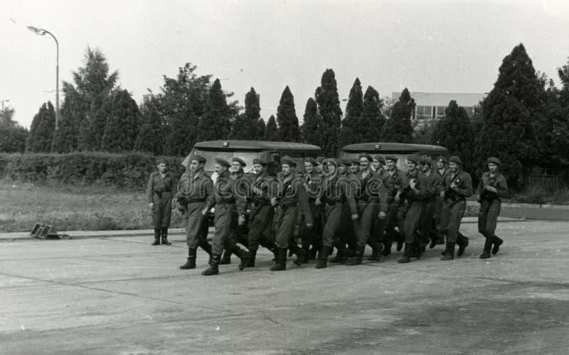 Tropas militares soviéticas em Checoslováquia em agosto de 1968 imagem de stock royalty free