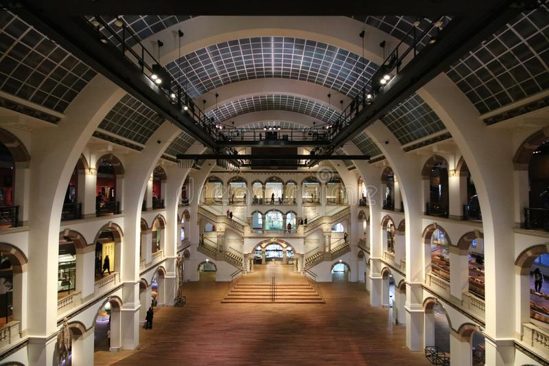 Tropenmuseum na arquitetura curvada museu de Amsterdão imagens de stock royalty free