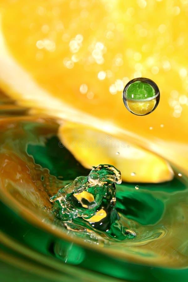 Tropfen des Orangensaftes. stockfotografie