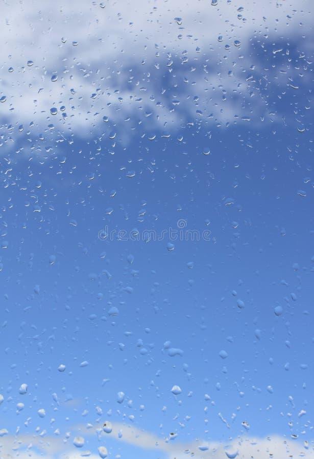 Tropfen eines Regens lizenzfreie stockbilder