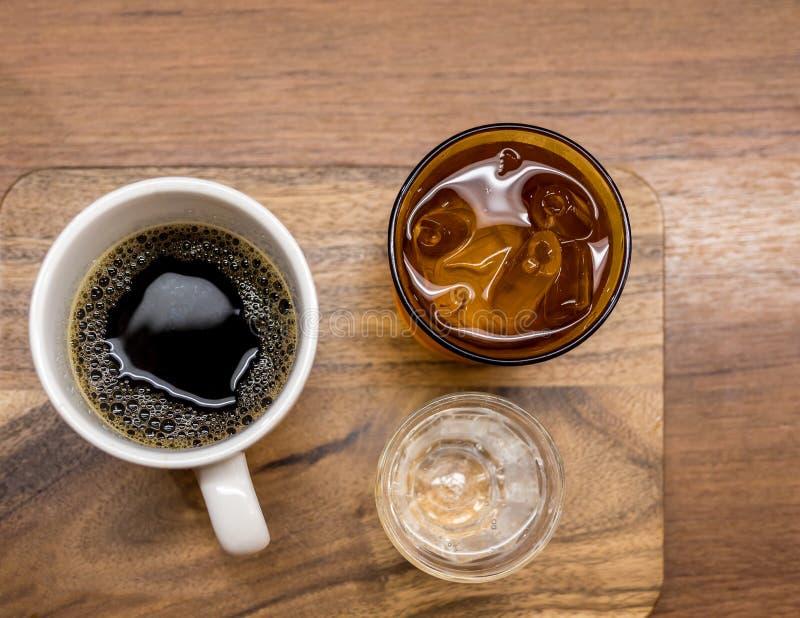 Tropfen Sie Kaffee, Aufschlag mit Schmelzwasser und Sodaschuß lizenzfreie stockfotografie