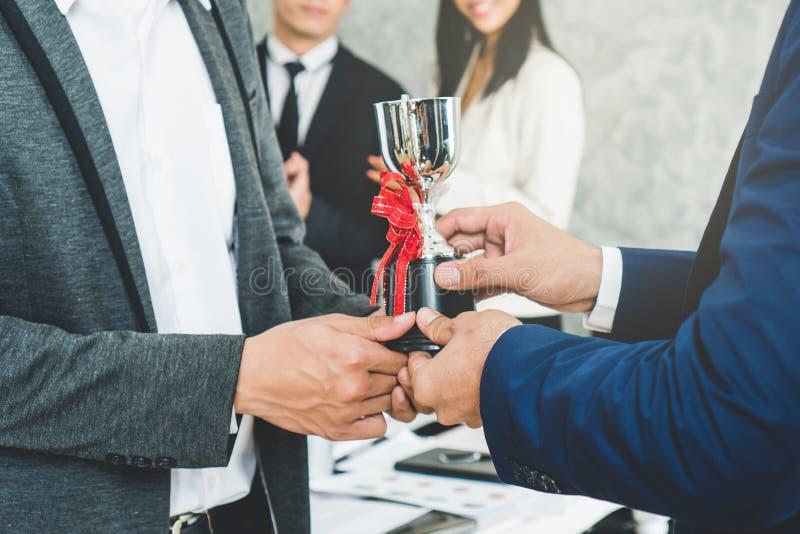 Trophäenpreis für beste Angestellte des Monats lizenzfreies stockfoto