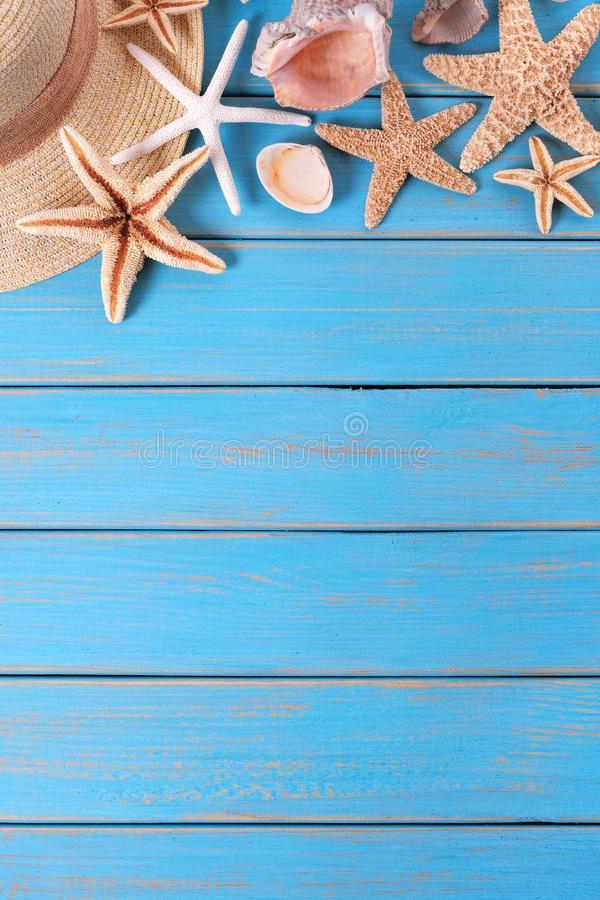 Free Tropical Beach Summer Starfish Background Border Vertical Blue Wood Deck Stock Images - 118775144