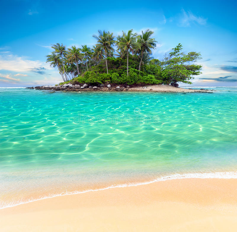 Free Tropical Island And Sand Beach Exotic Travel Background Stock Photography - 35213632