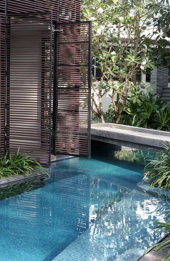 Free Tropical Pool Area Royalty Free Stock Photos - 4648838