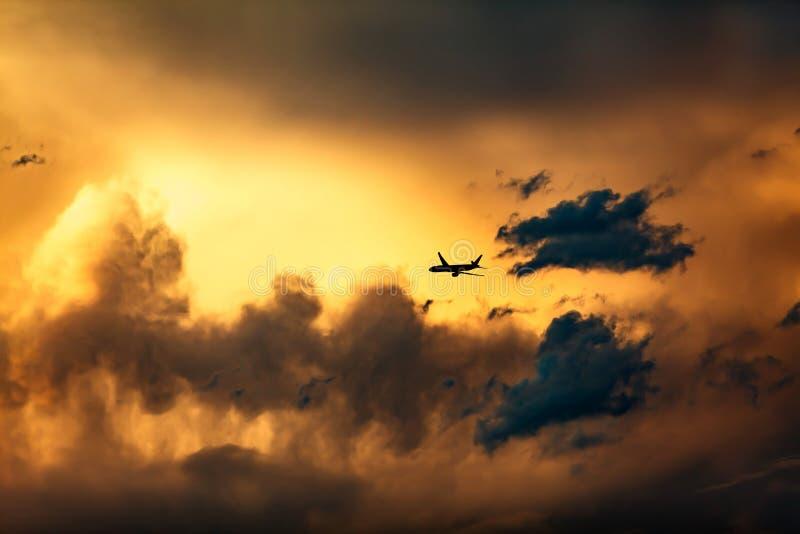Tropical Storm Cloud Sunset Details avec Jet Plane photo stock