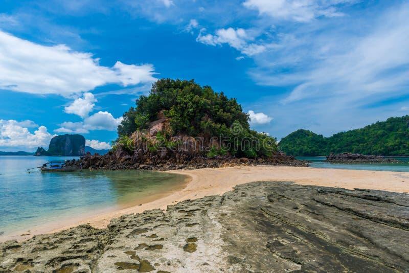 tropics Ásia, praia em uma ilha em Tailândia fotografia de stock