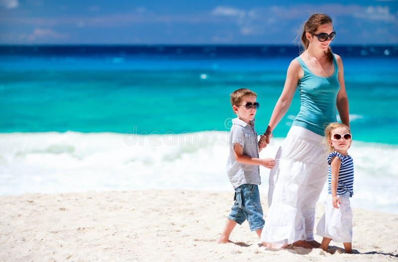 tropikalna dzieciak plażowa matka zdjęcie royalty free