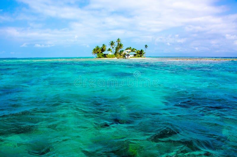 Tropikalna i raj ma?a wyspa w morzu karaibskim Belize Ameryka ?rodkowa zdjęcia royalty free