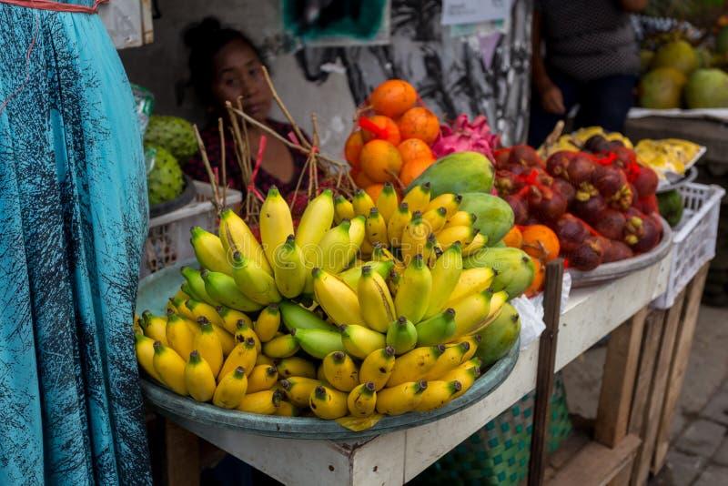 Tropikalna owoc w rynku zdjęcia royalty free
