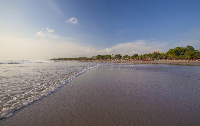 Download Tropikalna plaża zdjęcie stock. Obraz złożonej z ocean - 27465864