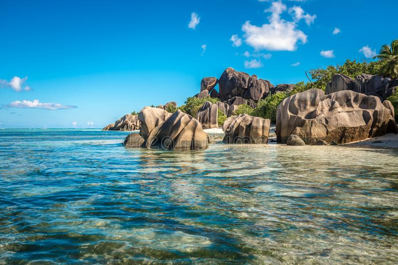 Tropikalna wyspy plaża, źródło d ` Argent, los angeles Digue, Seychelles obrazy royalty free