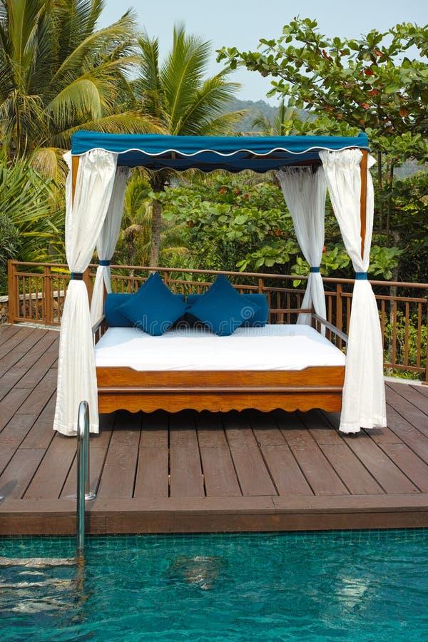 Tropikalny cabana i basen zdjęcie royalty free