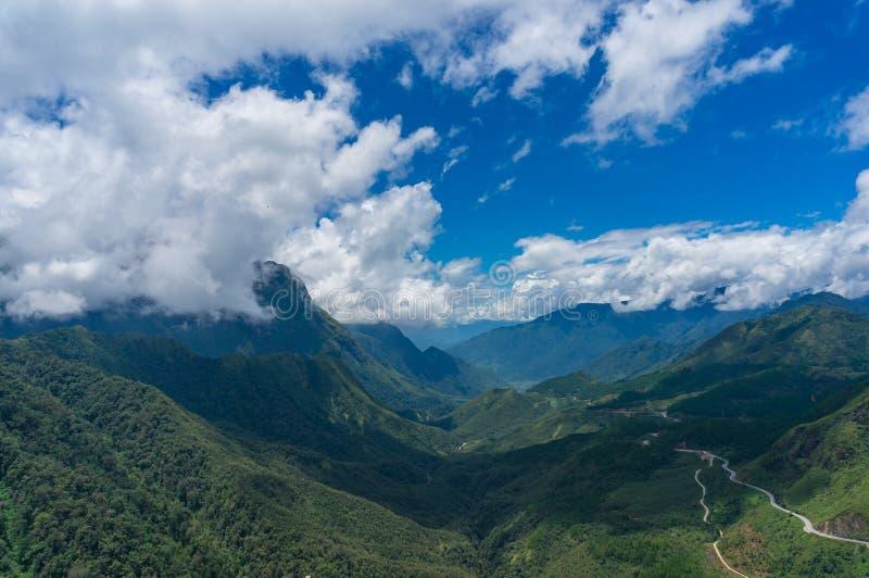 Tropikalny halny dolina krajobraz zdjęcie royalty free
