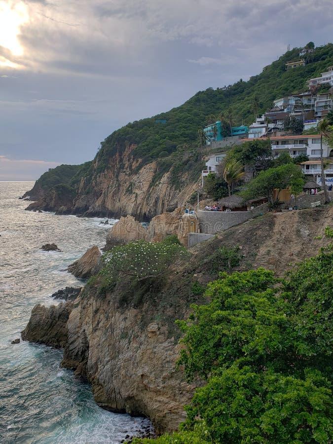 tropikalny krajobraz w tradycyjnym terenie Acapulco, Meksyk zdjęcie stock