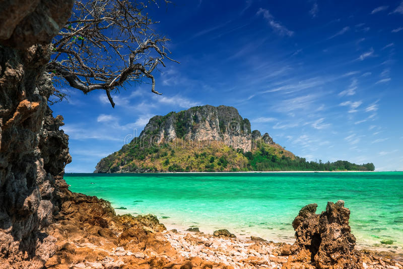 Tropikalny oceanu krajobraz z Koh tryka wyspą Tajlandia zdjęcie stock