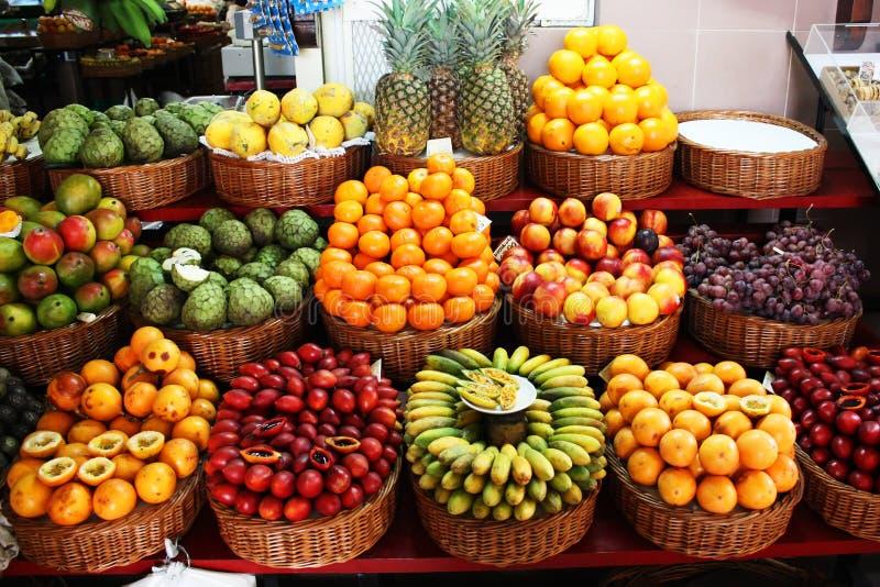 tropikalny owocowy stojak zdjęcia stock