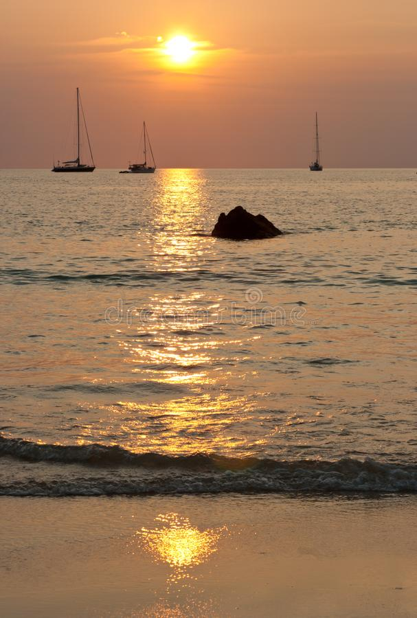 tropikalny piękny zachód słońca fotografia royalty free