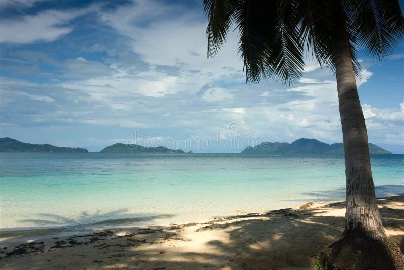 Download Tropikalny raj. zdjęcie stock. Obraz złożonej z chmury - 1908270