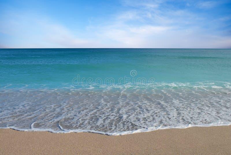 tropikalny tło piasek plażowy idylliczny zdjęcia stock