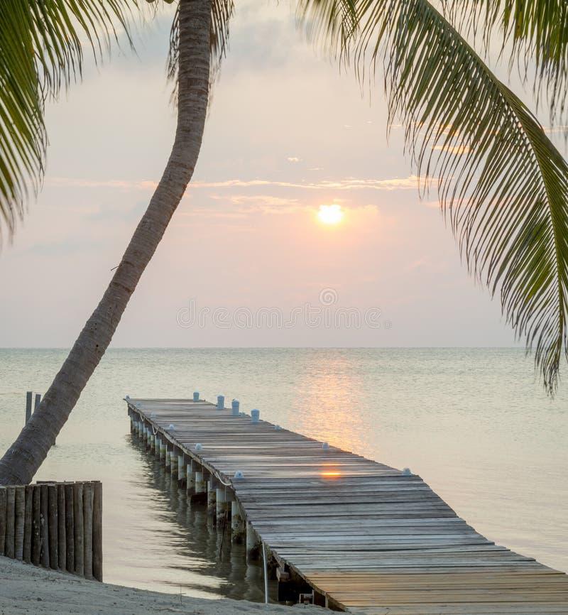 Tropikalny wschodu słońca Jetty obrazy royalty free