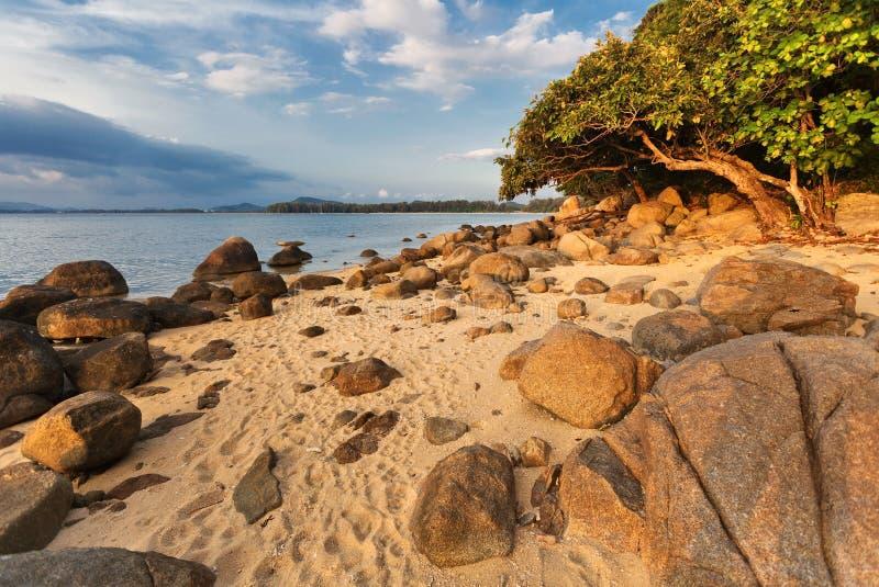 tropikalny zachód słońca na plaży fotografia stock