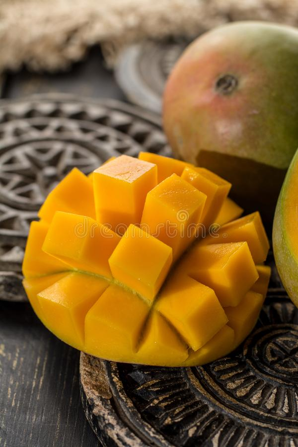 Tropikalny zdrowy owocowy dojrzały organicznie mango fotografia stock