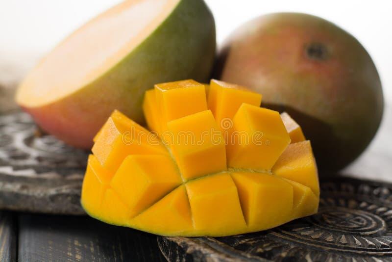 Tropikalny zdrowy owocowy dojrzały organicznie mango obrazy royalty free