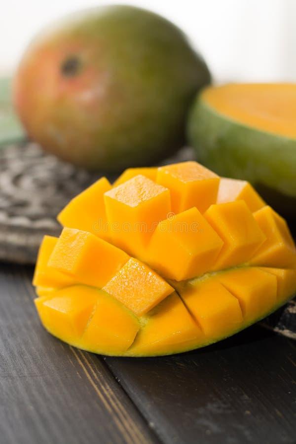 Tropikalny zdrowy owocowy dojrzały organicznie mango zdjęcie royalty free