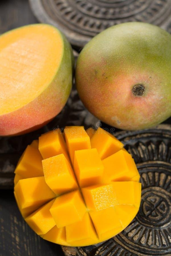 Tropikalny zdrowy owocowy dojrzały organicznie mango obrazy stock