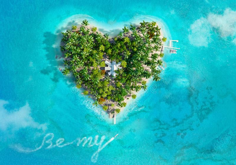Download Tropisch Eiland In De Vorm Van Hart Stock Illustratie - Illustratie bestaande uit reis, strand: 107707061