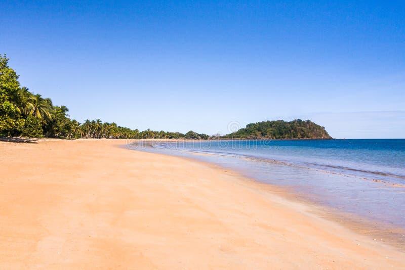 Tropisch maagdelijk strand stock fotografie