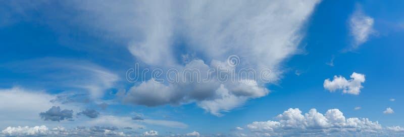 Tropisch onweer die panorama vormen royalty-vrije stock fotografie