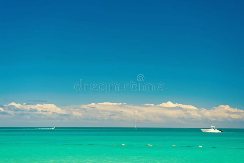 Tropisch strand bij Antiguaeiland in de Caraïben royalty-vrije stock fotografie