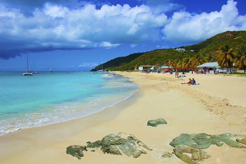 Tropisch strand in Caraïbische Antigua, royalty-vrije stock afbeelding
