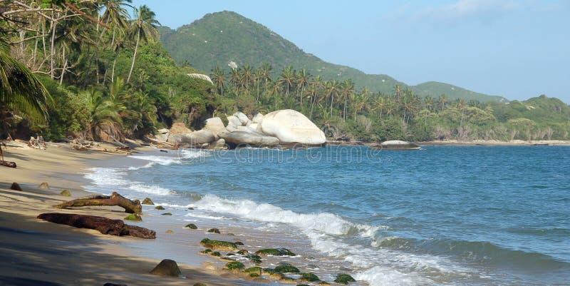 Tropisch strand, de Caraïbische kust van Colombia royalty-vrije stock afbeeldingen
