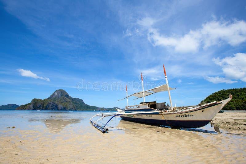 Tropisch strand in Gr Nido, Filippijnen stock afbeelding