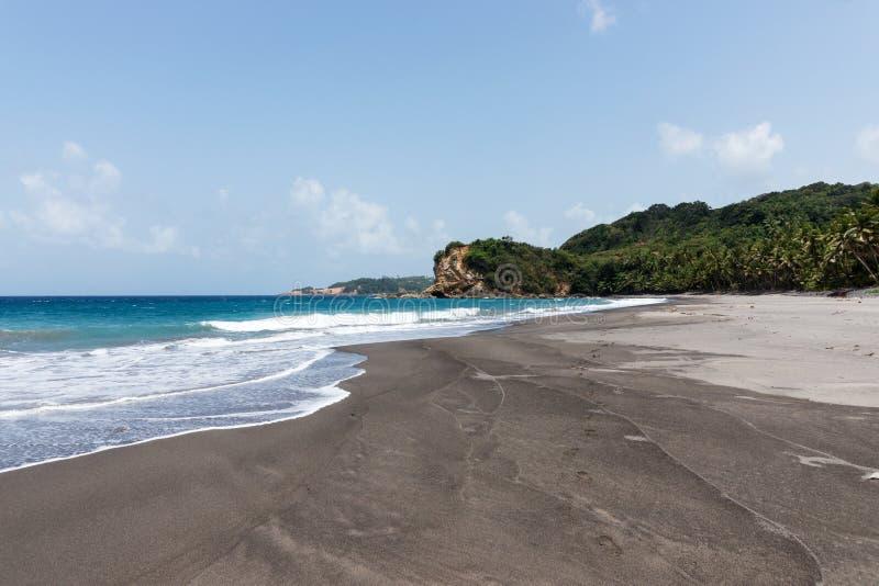 Tropisch strand op het Eiland Dominica royalty-vrije stock foto