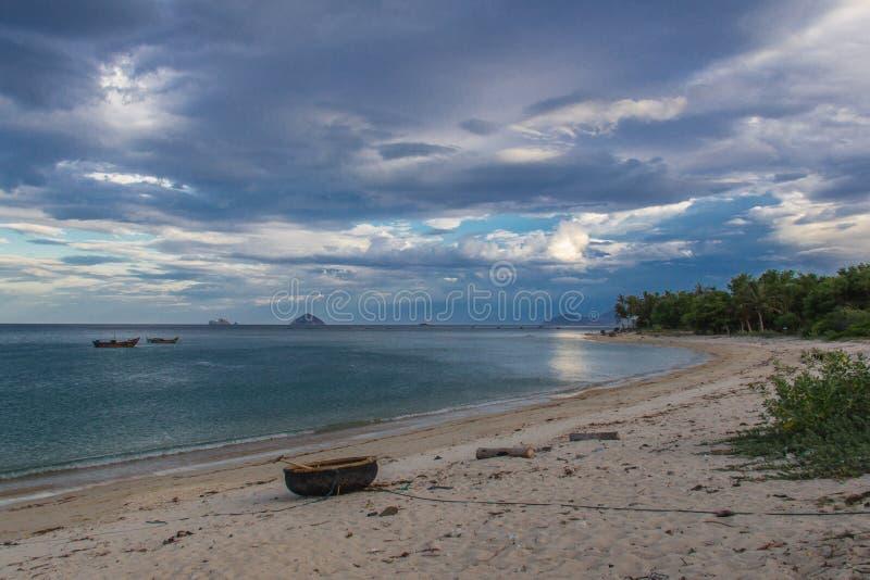 Tropisch strand in Vietnam stock afbeelding