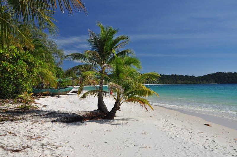 Tropisch wit zandstrand, Koh Rong-eiland, Kambodja royalty-vrije stock afbeeldingen