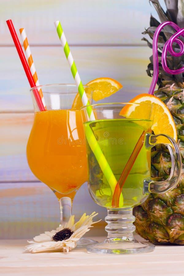 Tropische cocktails en ananas royalty-vrije stock afbeelding