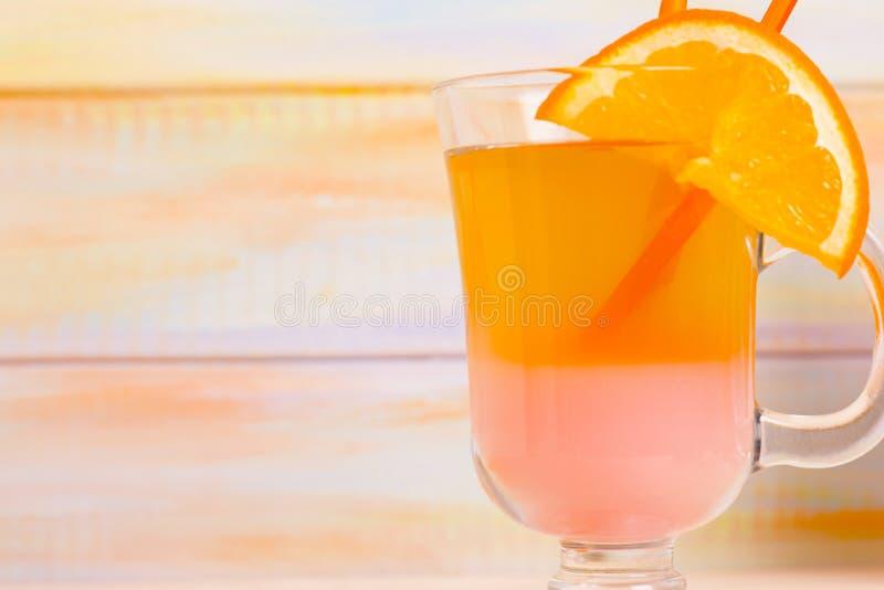 Tropische cocktails met vers fruit royalty-vrije stock afbeeldingen