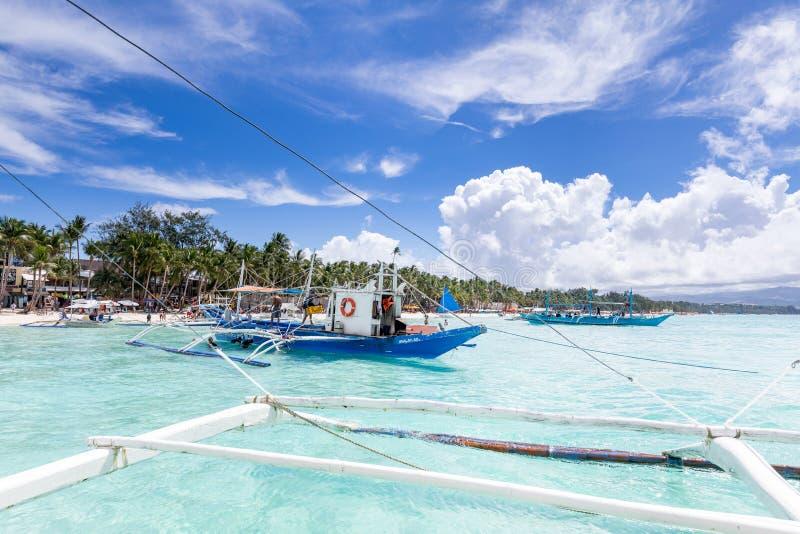 Tropische duidelijke overzees met dramatische hemelmening van Filippijnse tradit royalty-vrije stock fotografie